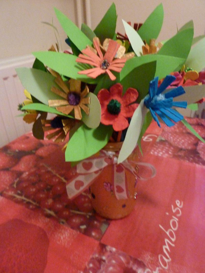 bouquets de fleurs en boite a oeufs. Black Bedroom Furniture Sets. Home Design Ideas