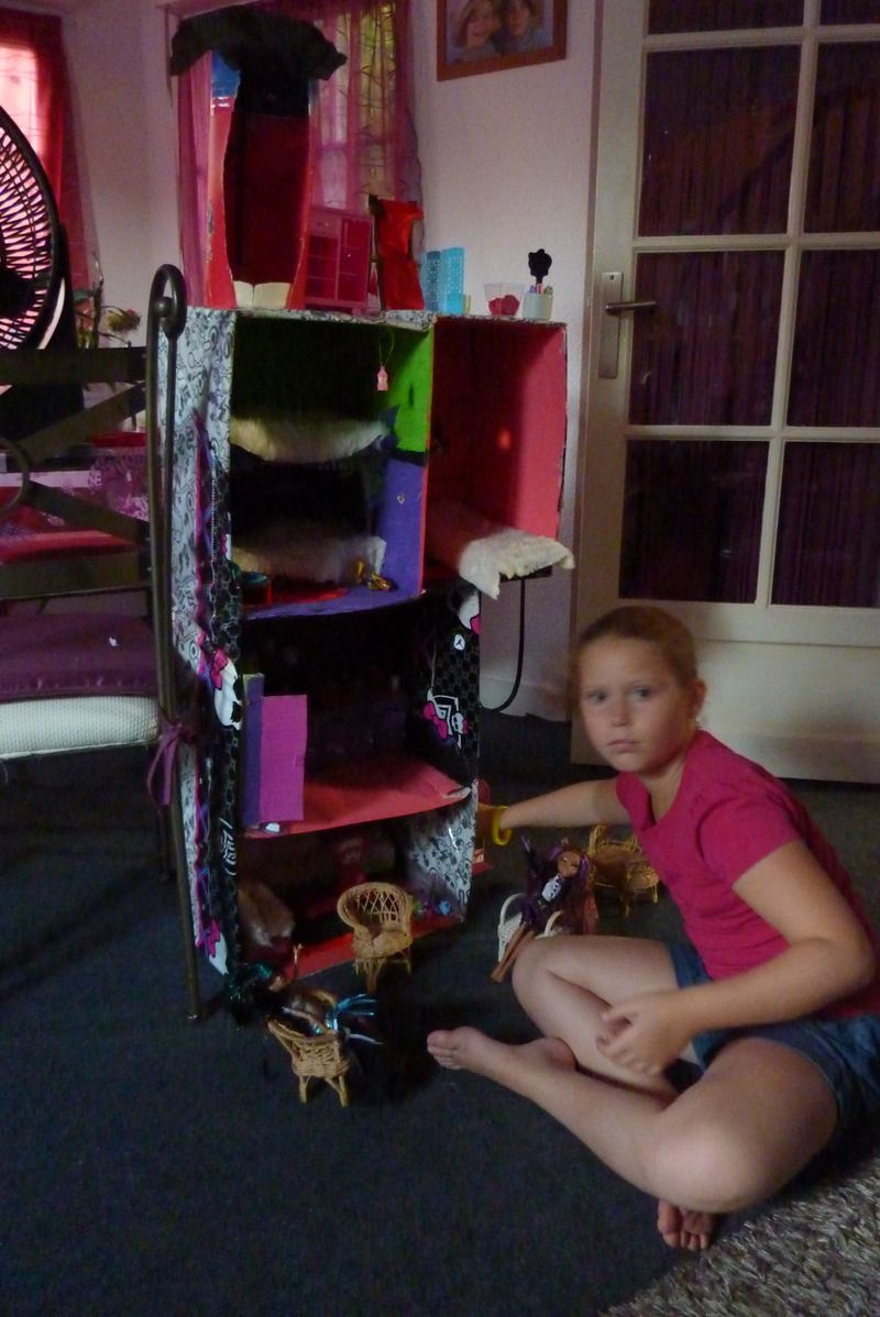 maison monster high. Black Bedroom Furniture Sets. Home Design Ideas